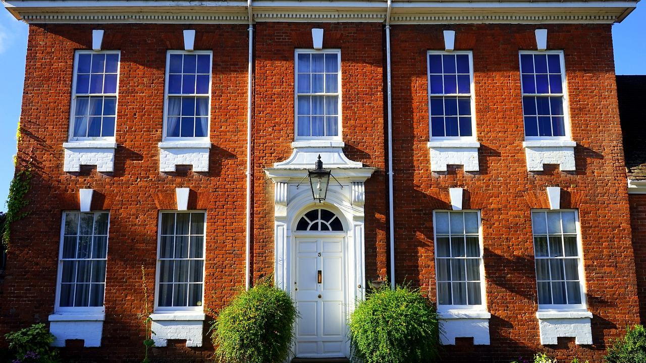 Comment obtenir un devis pour la réalisation des portes de votre maison ?